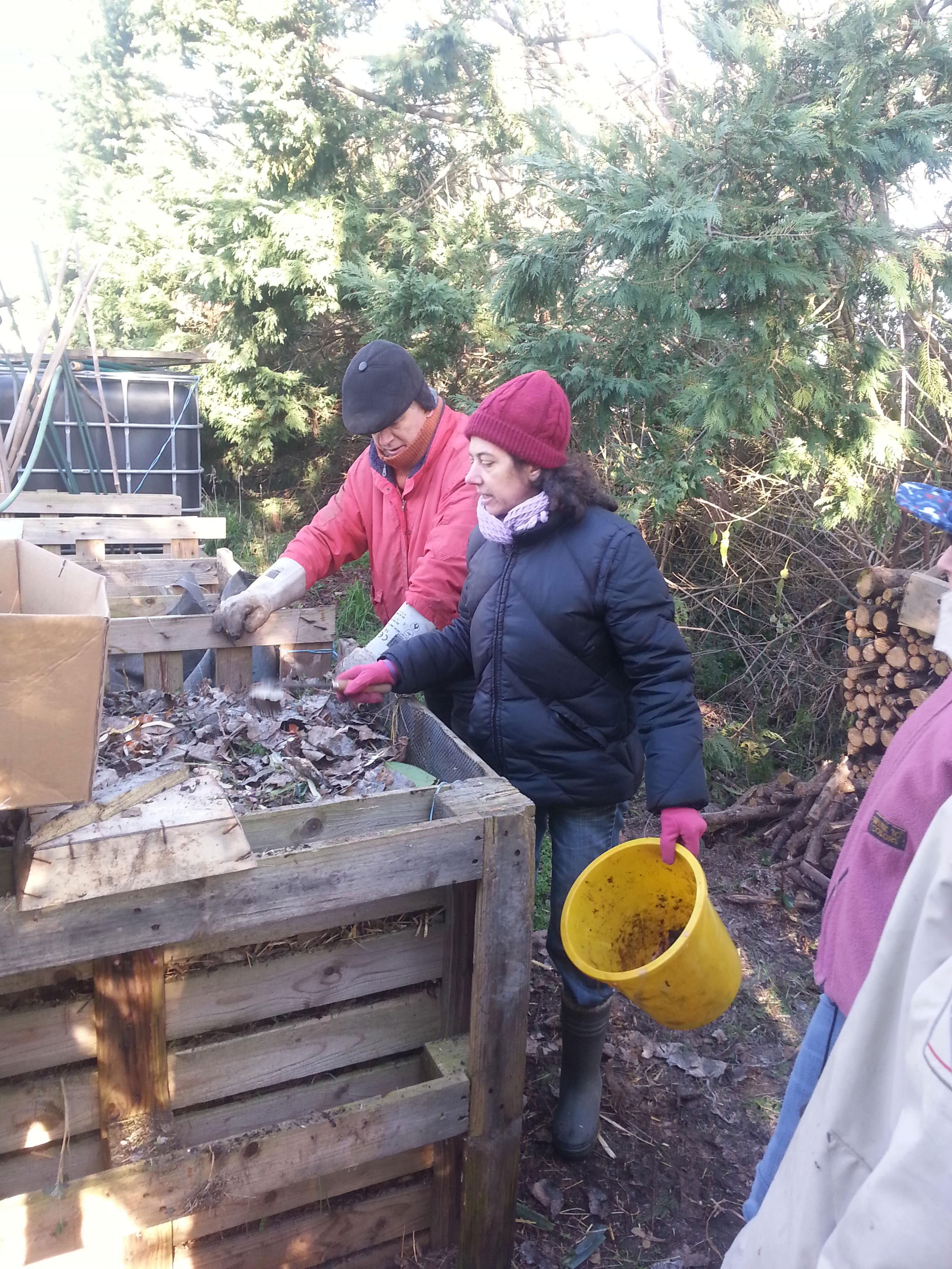 formation le compost au jardin les potagers essaim s. Black Bedroom Furniture Sets. Home Design Ideas